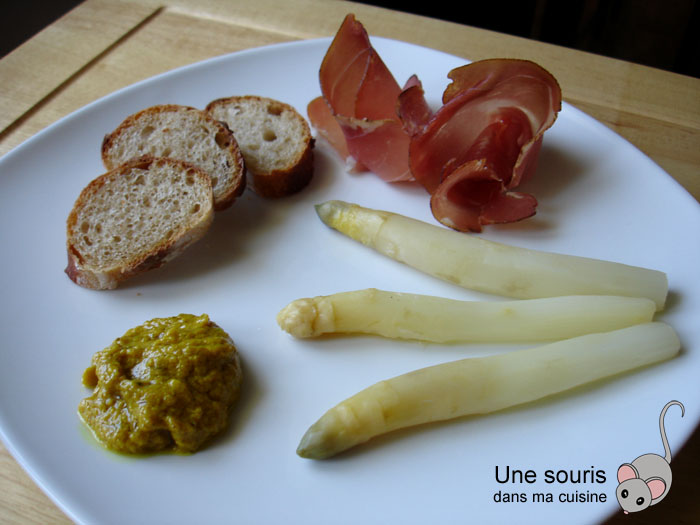 Asperges blanches et mayonnaise au curry