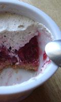 Croûte, fraises et crème