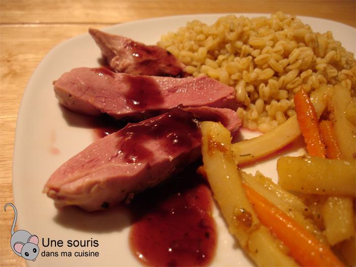 Magret de canard et sa sauce au vin rouge et au citron
