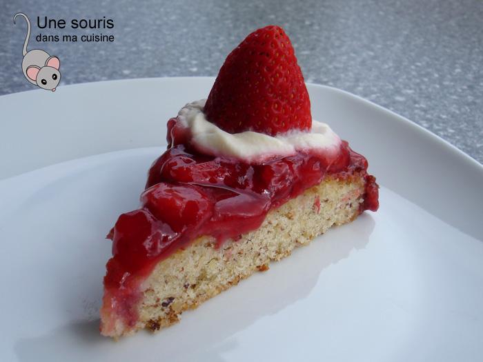 Gâteau aux fraises et aux noisettes