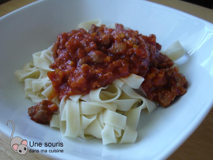Tagliatelle maison, sauce tomate et aux saucisses