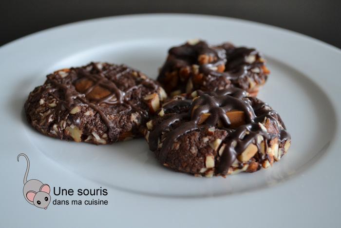 Biscuits empreintes au chocolat et au caramel