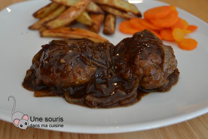 Steaks de Hambourg à l'oignon et au vinaigre balsamique