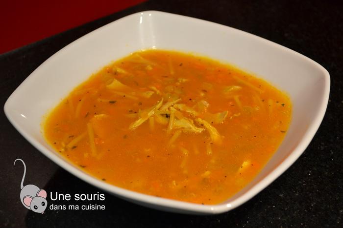 Soupe poulet et nouille au jus de carotte