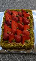 Sablé breton, fraises et caramel au beurre salé