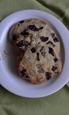 Biscuits aux noix et aux pépites de chocolat
