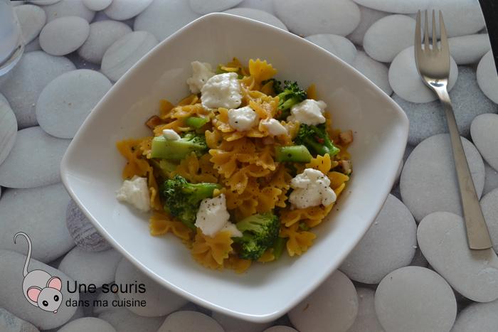 Pâtes au brocoli, mozzarella, ail et piment