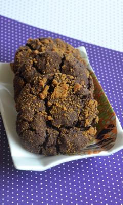Biscuits craquelés au chocolat enrobés de spéculoos