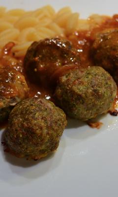 Boulettes à la viande et au brocoli en sauce