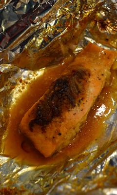 Papillotes de saumon au miel, cari et gingembre