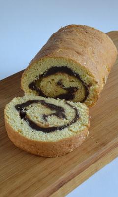 Gâteau roulé à base de pâte à biscuit cuillère