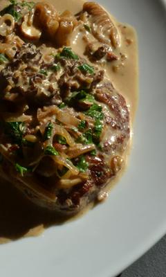 Escalopes de veau sauce aux morilles, noisettes et citron