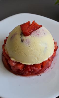 Parfait glacé au coeur de fraises