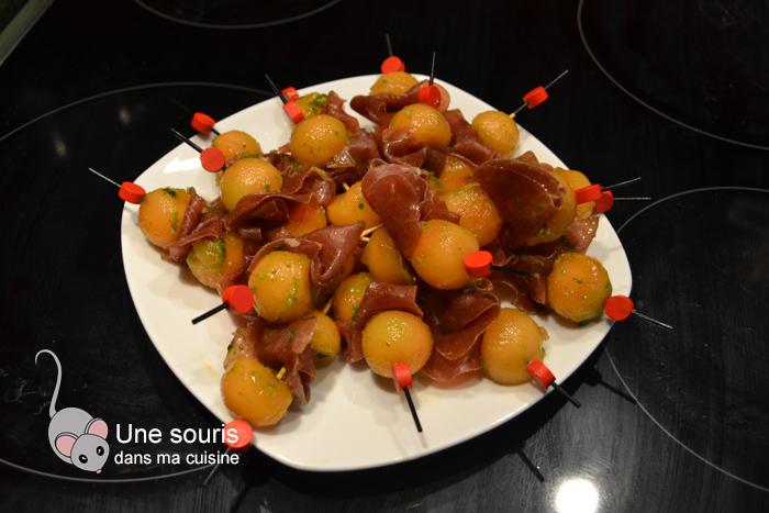 Mini brochettes de melon et de viande séchée