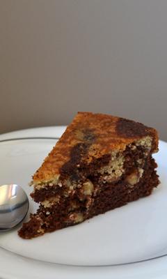 Gâteau marbré au chocolat et aux noisettes