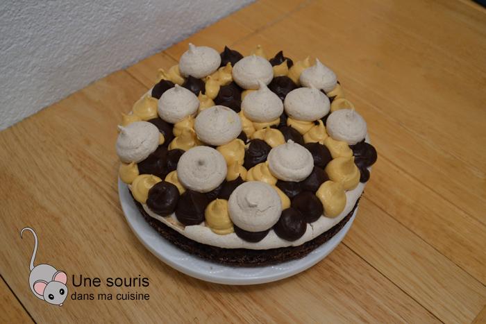 Gâteau au chocolat, croquant aux amandes et caramel