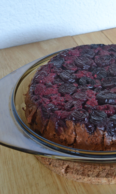 Gâteau au chocolat renversé aux cerises