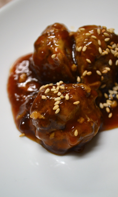 Boulettes de porc asiatique, sauce au gingembre et au sésame