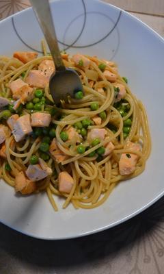 Spaghetti au saumon et aux petits pois