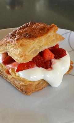Feuilletés aux fraises et à la chantilly