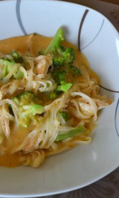 Soupe thaï au poulet et au curry
