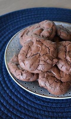 Biscuits soufflés au chocolat avec 3 ingrédients