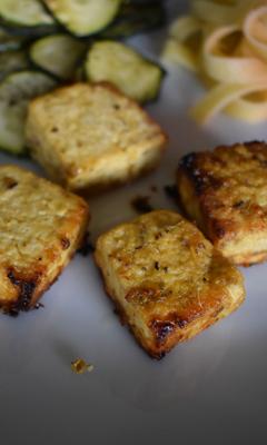 Brochettes de tofu à la grecque