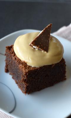 Brownie avec crémeux au caramel et croquant au chocolat au lait